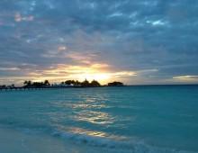 """<font color=""""white"""">Anne a été aux Maldives, et """"elle a dormi sur l intégralité du vol"""" !</font>"""